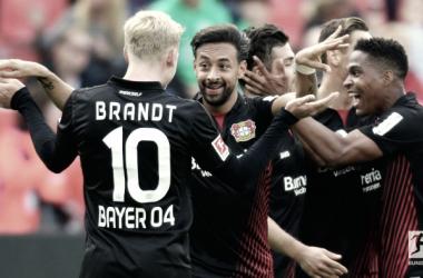La gioia dei giocatori del Leverkusen, che hanno battuto il Friburgo per 4-0. Foto: Bundesliga Twitter