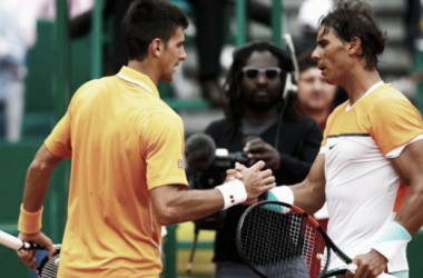 Foto: hace pocas semanas, en la última edición del ATP Masters 1000 de Monte-Carlo, Novak Djokovic batió a Rafael Nadal. ¿Podrá conseguirlo nuevamente?. (Deporte Perú)