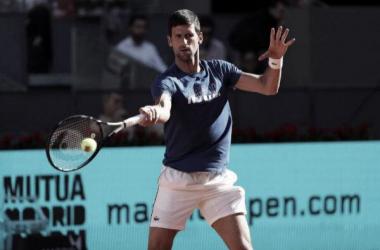 Djokovic no falla y se mete en octavos de final