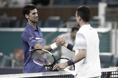 Djokovic y Bautista se saludan tras el triunfo de este último en el torneo de Miami este año. Foto: gettyimages.es