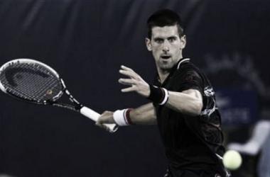 Djokovic vai realizar novos exames para saber se pode voltar aos treinamentos (Foto: Reprodução/Reuters)