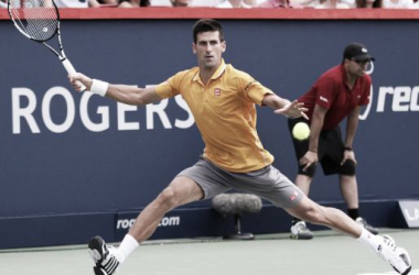 Djokovic strides towards a forehand (photo from couperogers.com)