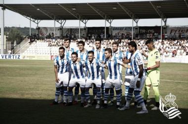 La Real vistiendo las nuevas camisetas en pretemporada. | Foto: Real Sociedad