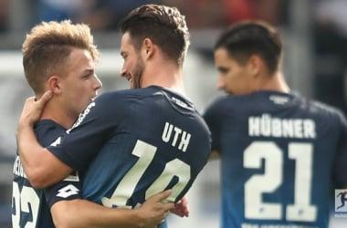 Uth abbraccia Geiger dopo il gol dell'1-0 per l'Hoffenheim. Foto: Bundesliga Twitter