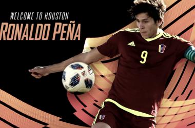 Ronaldo Peña en su presentación con Houston Dynamo. Fuente: Houston Dynamo
