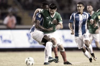 El juego estuvo envueltó en pausas y faltas | Foto: Selección Nacional de México