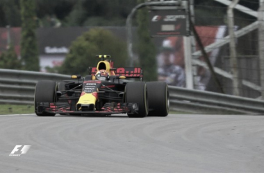 Formula 1, Sepang: Red Bull al Max, Hamilton secondo. Vettel 4° in rimonta | Photo: Twitter F1