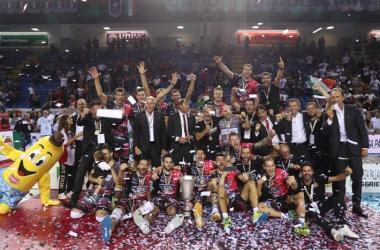 Volley M - Finalmente Perugia fa suo il primo trofeo, conquistando la Supercoppa italiana - Federvolley Twitter