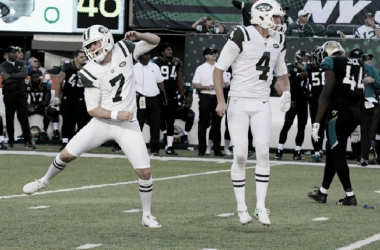 Jets kicker Catanzaro (l.) celebrates after his game-winning field goal in overtime at the Meadowlands | Photo: AP