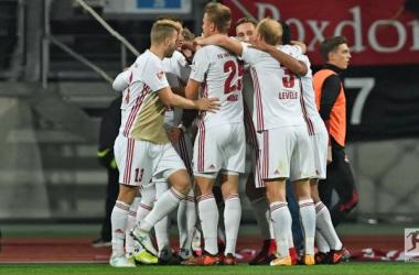 Ingolstadt's players celebrate Dario Lezcano's late spot kick. | Photo: Bundesliga.