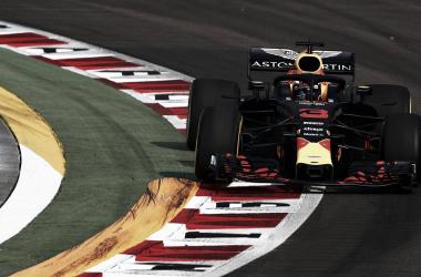 Red Bull domina en los Libres 1, Räikkönen en los Libres 2