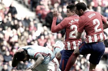 Los centrales del Atlético desesperaron a la ofensiva celeste.   FOTO: Atlético de Madrid.
