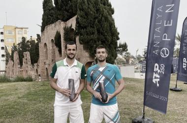 "<p><font size=""4""><i><b>Nikola Mektic y Mate Pavic son los campeones en dobles en Antalya Foto: Twitter @hts_sluzbeni</b></i></font></p>"