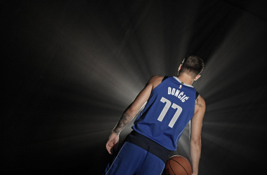 Doncic con su nueva camiseta | foto: Dallas Mavericks