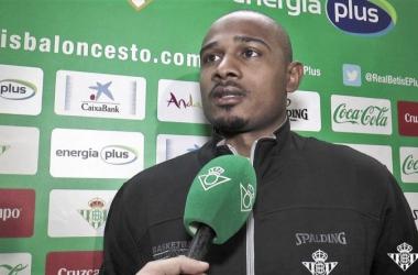 Dontaye Draper firma con el Betis, Fotografía vía Real Betis