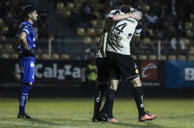 Dorados celebra el gol del empate ante Cimarro