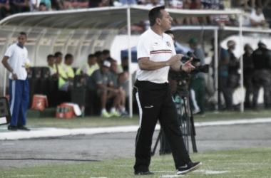 Treinador coral opta também pela manutenção dos titulares para a partida (Foto: Antônio Melcop/Santa Cruz)
