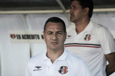 Treinador coral destaca importância de buscar a vaga na Copa Sul-Americana (Foto: