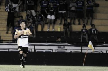 Atacante estreou decidindo para o time carvoeiro (Foto: Divulgação/Criciúma EC)