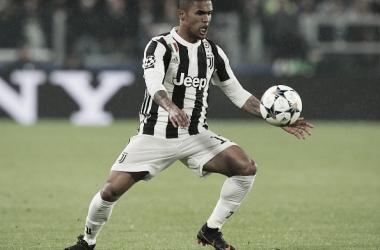 Douglas Costa é suspenso por quatro partidas após cusparada em jogo da Juventus. Foto: Divulgação/Juventus FC