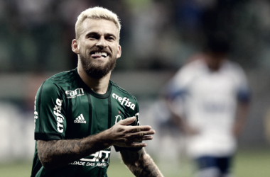 Com o pé esquerdo: Lucas Lima comemora o golaço após belo chute de esquerda (Foto: Divulgação/Palmeiras)