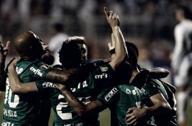 Jogadores do Palmeiras comemoram após abrirem o placar que garantiu vantagem alviverde (Foto: Cesar Greco/Ag Palmeiras/Divulgação)