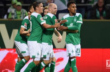 Bremen players celebrate Davy Klassen's goal.   Photo: Bundesliga.