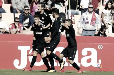 Los jugadores del Sevilla Atlético celebran el gol de Curro | Foto: LaLiga