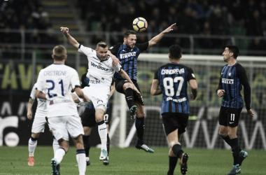 Contrasto aereo fra D'Ambrosio e Kurtic   Twitter @Inter