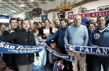 Hermanamiento entre las aficiones del San Fernando y Recreativo De Huelva | Fotografía: Recreativo De Huelva