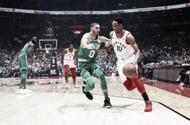 DeMar DeRozan contro Jayson Tatum. Fonte: Toronto Raptors.com