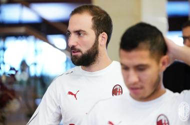 Milan, di nuovo al lavoro per preparare la gara contro il Betis: Higuain verso il forfait