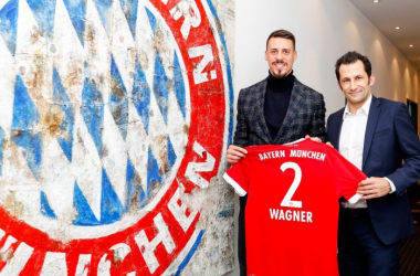Sandro Wagner and Hasan Salihamidzic. | Photo: Bayern Munich.