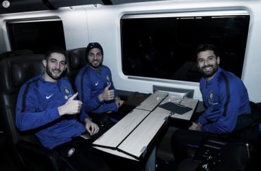 Da sinistra: Gaglardini, D'Ambrosio e Candreva in viaggio con la squadre verso Sassuolo   TWITTER @Inter