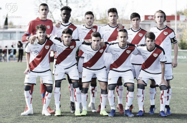 Los jugadores del Juvenil A posan antes de un encuentro | Fotografía: Rayo Vallecano