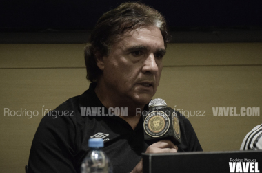 Jorge Dávalos, entrenador de la Universidad de Guadalajara. / Foto: Rodrigo Íñiguez | VAVEL