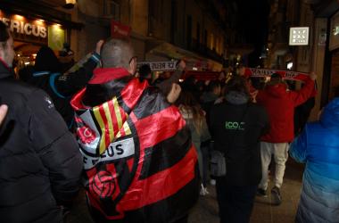 Aficionados del CF Reus durante la manifestación de ayer lunes | Foto: Andreu Rauet (VAVEL)