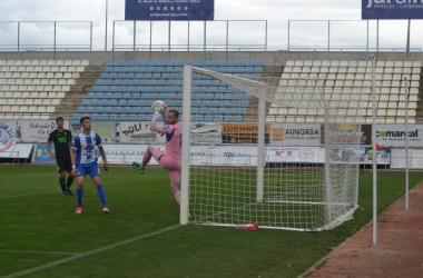 El Lorca Deportiva deja escapar su penúltima vida