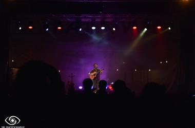 El Kanka en San Fernando: un cantautor y un público sediento de la calidez de su música