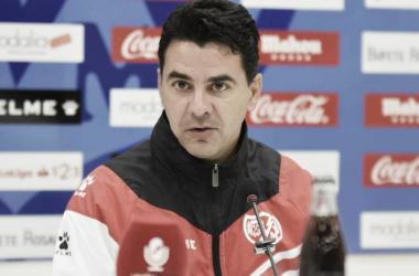 Míchel durante una rueda de prensa del equipo | Fotografía: Rayo Vallecano
