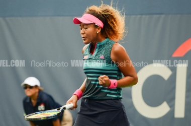 Naomi Osaka fist pumps after seeing her way through to the second round (Noel Alberto/VAVEL USA)
