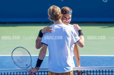 Federer and Rublev hug at the net after the young Russian upset the Swiss (Noel Alberto/VAVEL USA)