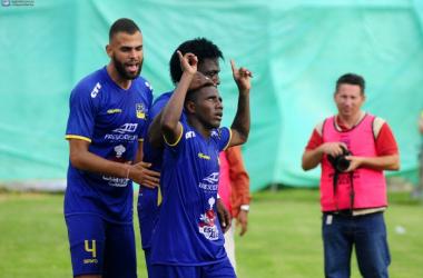 Henry Patta celebrando el gol contra el Macará. Foto: Apifoto