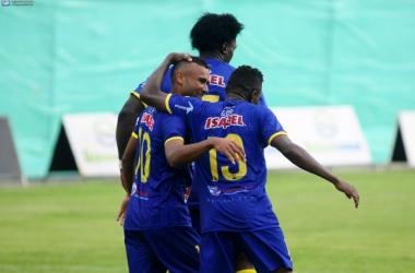 Celebración del gol de Patta en la victoria con Macará. Foto: Apifoto