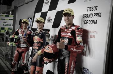 La primera fila en parrilla del GP Tissot de Doha. Por la sanción, Sergio García no saldrá segundo, y cederá el puesto a Jeremy Alcoba, con Gabriel Rodrigo tercero. Imagen: MotoGP