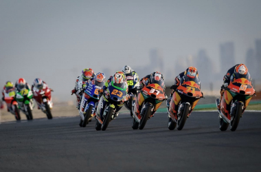 El grupo delantero de la segunda carrera de Moto3 en Qatar // motogp.com