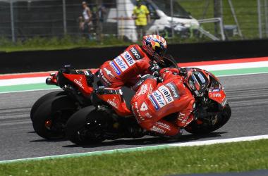 Andrea Dovizioso y Danilo Petrucci en un duelo de la reciente temporada./Foto: motogp.com