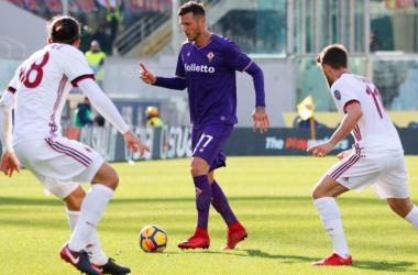 Simeone illude, Calhanoglu la pareggia: è 1-1 tra Fiorentina e Milan