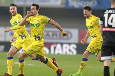 Radovanovic (29) esulta per il gol del vantaggio. Fonte: https://twitter.com/acchievoverona