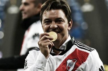 En un año, Gallardo ganó la Libertadores y la Supercopa Argentinaa nte Boca. Foto: Diario AS.